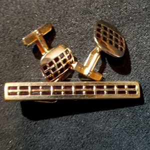 VINTAGE Swank gold and Ruby cufflinks & tie clasp